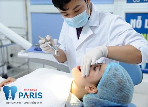 Răng bị sâu nặng nên đến nha khoa để điều trị sớm và dứt điểm.