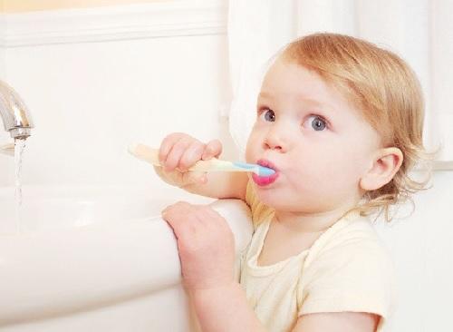 Hướng dẫn cách đánh răng cho trẻ 3 tuổi - luôn giám sát