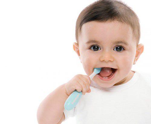 Hướng dẫn cách đánh răng cho trẻ 2 tuổi